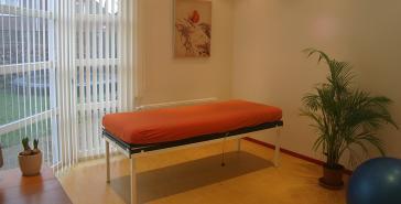 Haptotherapie behandelbank sfeervolle ruimte